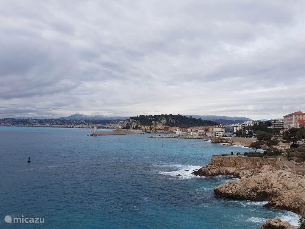 De prachtige azuurblauwe Zee