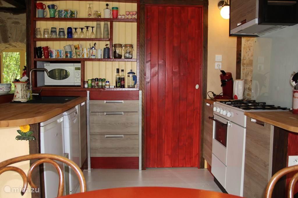 Au Tilleul, keuken met alle comfort.