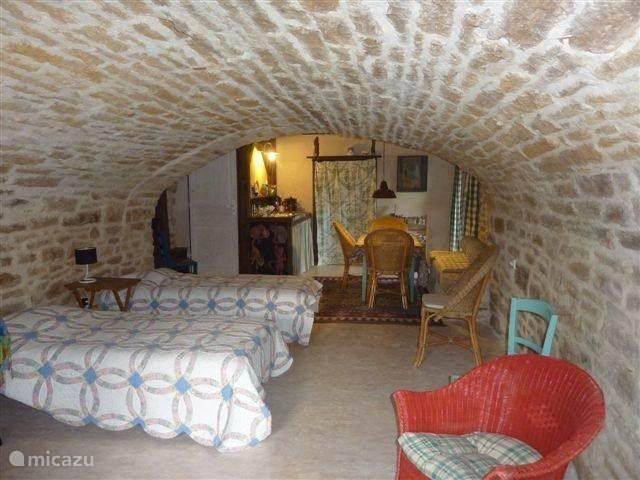 Studio La Cave, slaapgedeelte en keuken et eethoek