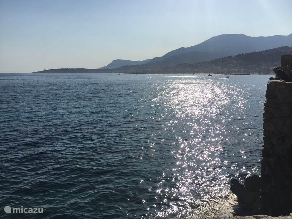 Uitzicht op Menton vanaf Balzi Rossi