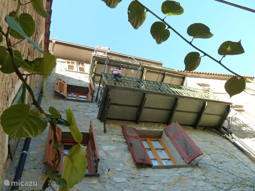 """Vakantiewoning in de oude """"borgo"""" van Verrandi met balkon."""