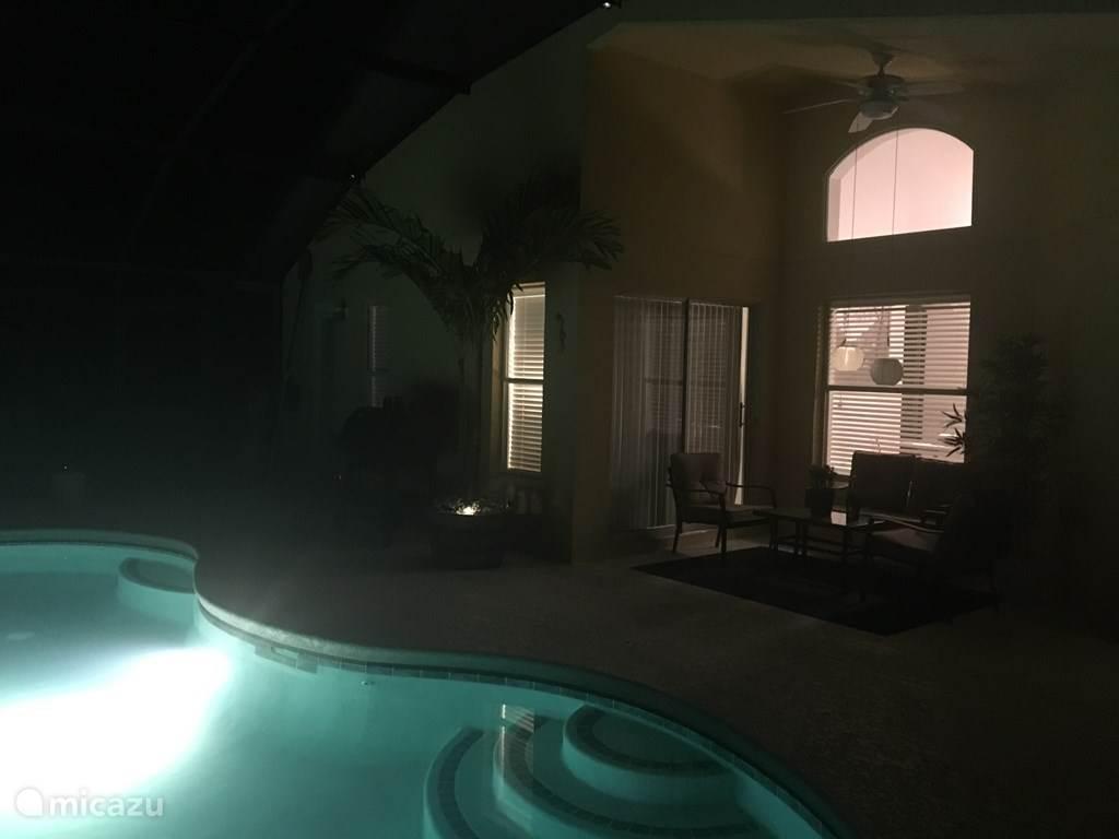 Zwembad met veranda.