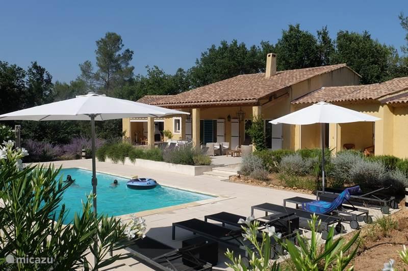 villa villa in lorgues in lorgues provence frankreich mieten micazu. Black Bedroom Furniture Sets. Home Design Ideas