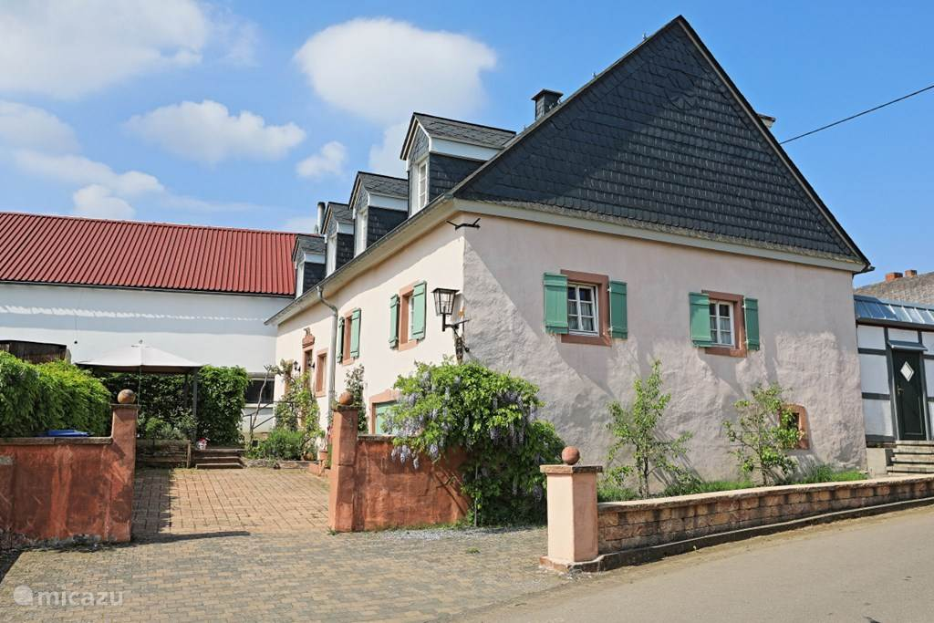 Vacation rental Germany, Eifel, Oberöfflingen manor / castle Historic Landhuis Zur Biederburg