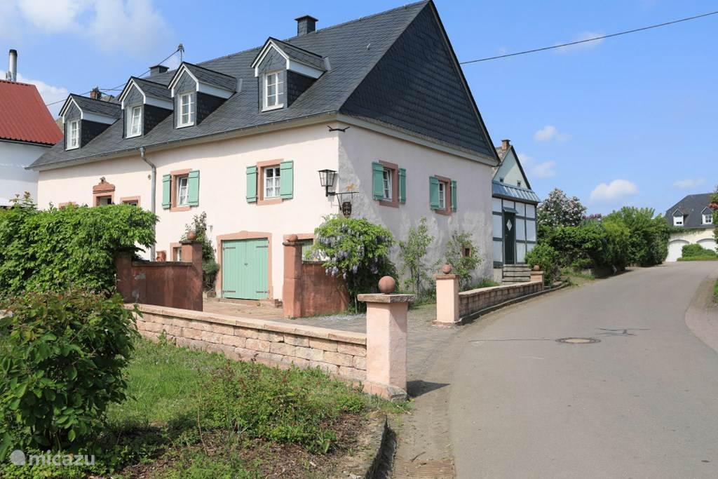 Vakantiehuis Duitsland, Eifel, Oberöfflingen Landhuis / Kasteel Historisch Landhuis Zur Biederburg