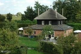 De Lodge - gelegen in een hoogstamboomgaard aan een zijriviertje van de Linge!