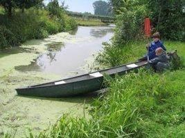 kanoen op het zij-riviertje aan de Linge