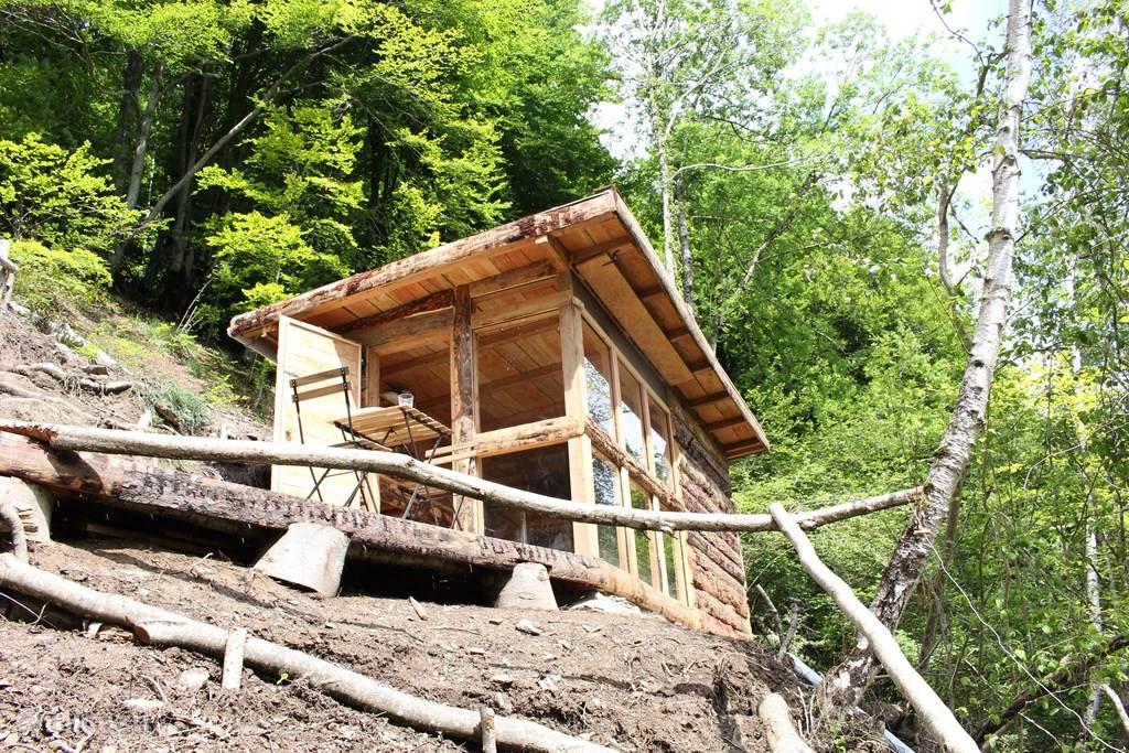 Vanuit de hut kan je direct beginnen te wandelen verder de bergen op