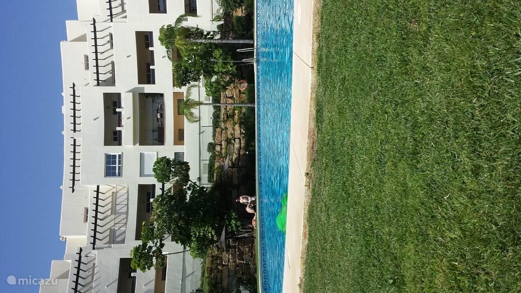 Appartement gebouw met zwembad