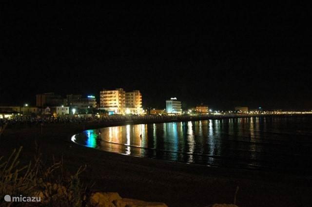 • Strandfeesten en chillen aan het strand