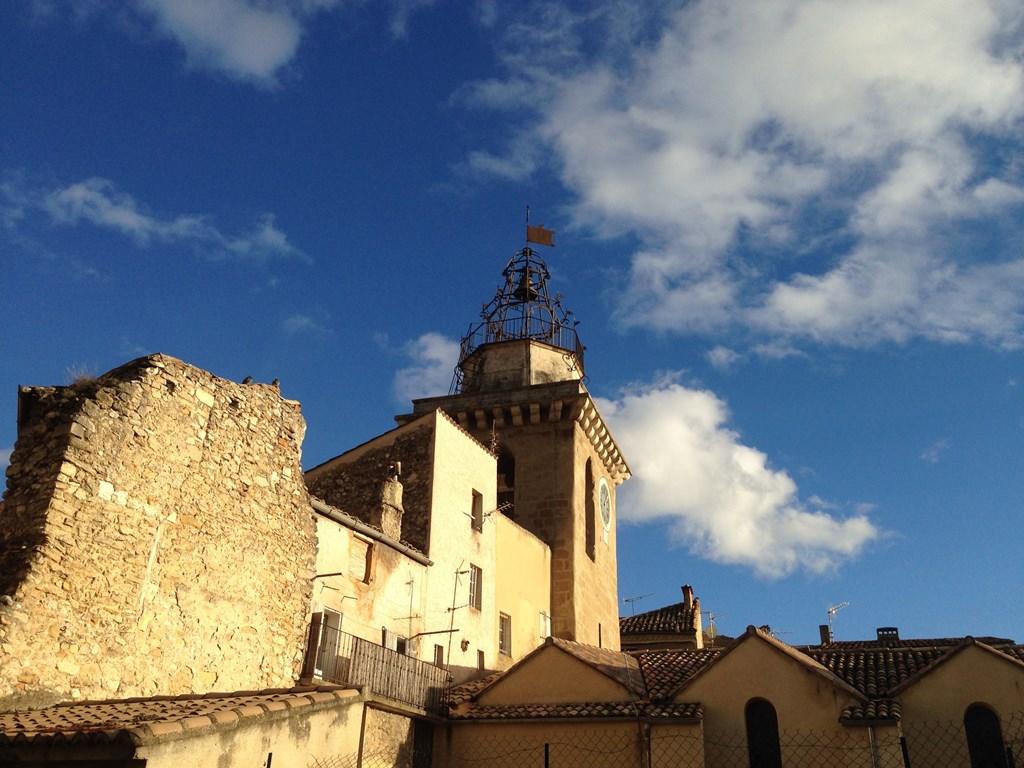 100€ korting per week voor de vrije weken op de kalender van de Jas tot 22 december.  Herfstwandelingen in Provence en 's avonds bij het haardvuur!