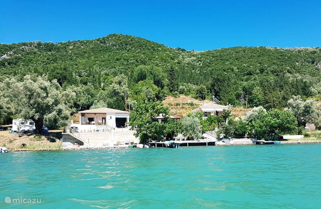 Vakantiehuis Griekenland, Lefkas, Nydri Vakantiehuis Villa Chelona direct aan zee