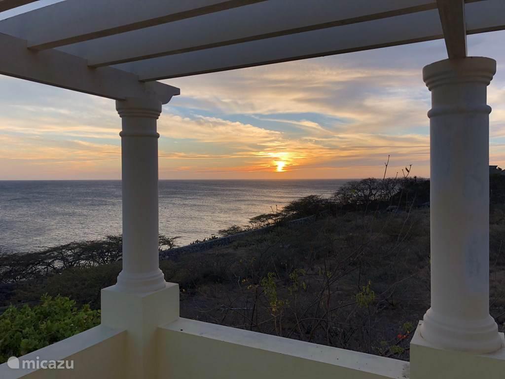 Zons ondergang vanaf uw prive slaapkamer balkon