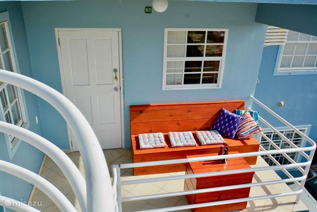 Balkon of terras aan de voorzijde van de appartementen!