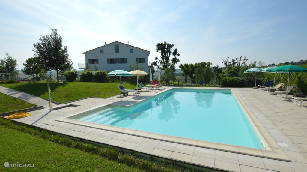 zwembad van het vakantiehuis