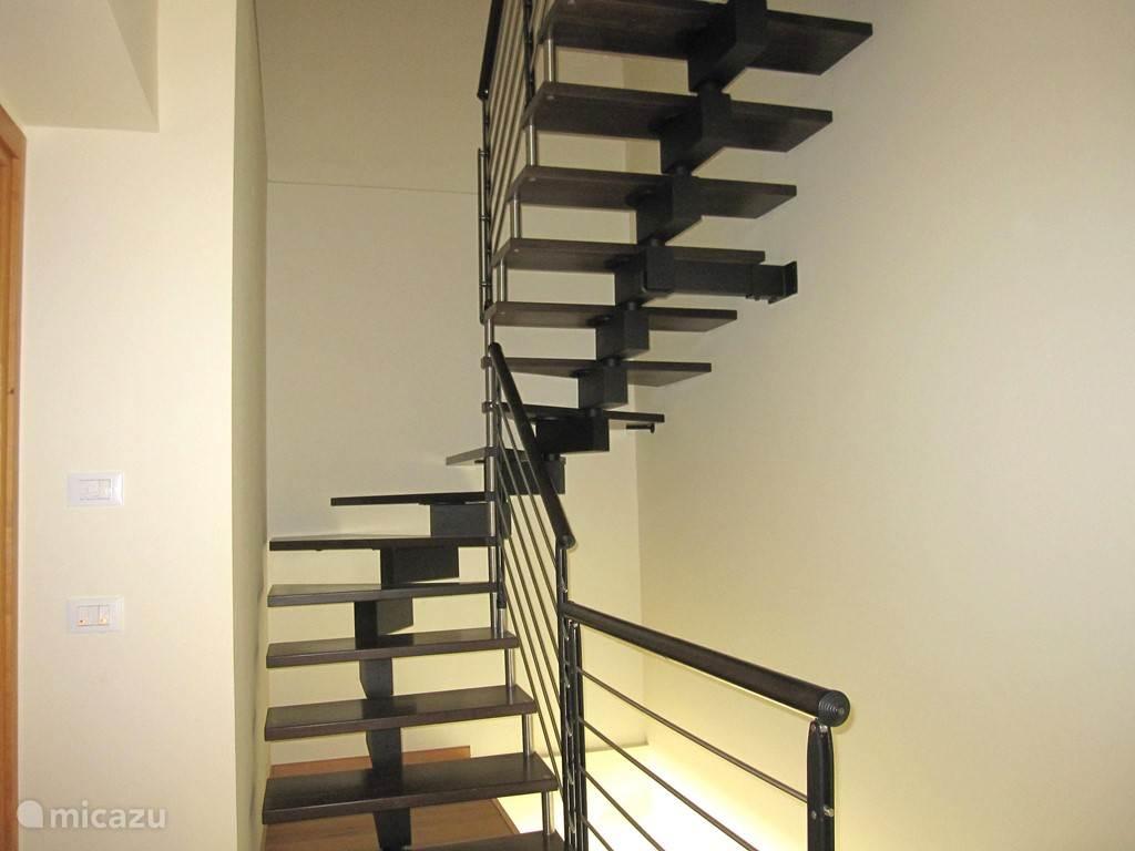 Trap naar 2de verdieping van een van de appartementen