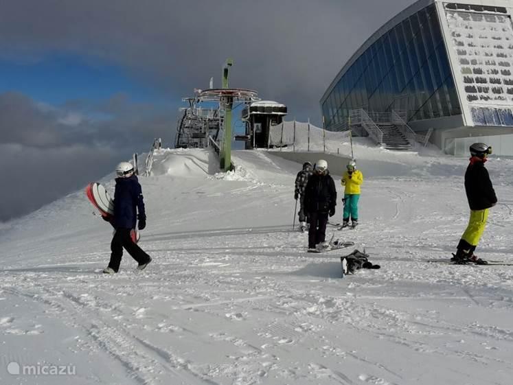 Skien in de Axamer Lizum