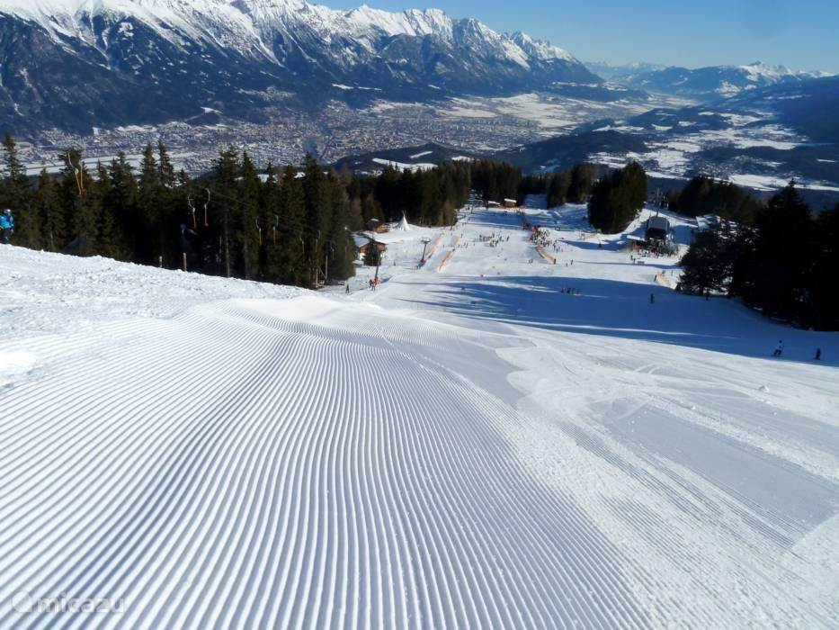 Skigebied in Mutters. Ideaal voor beginners en families, maar ook voor licht gevorderden. Er is een ski-verbinding met Axamer - Lizum