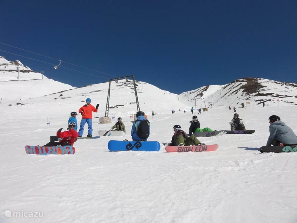 Ski school, rental and gondola directly in the village.