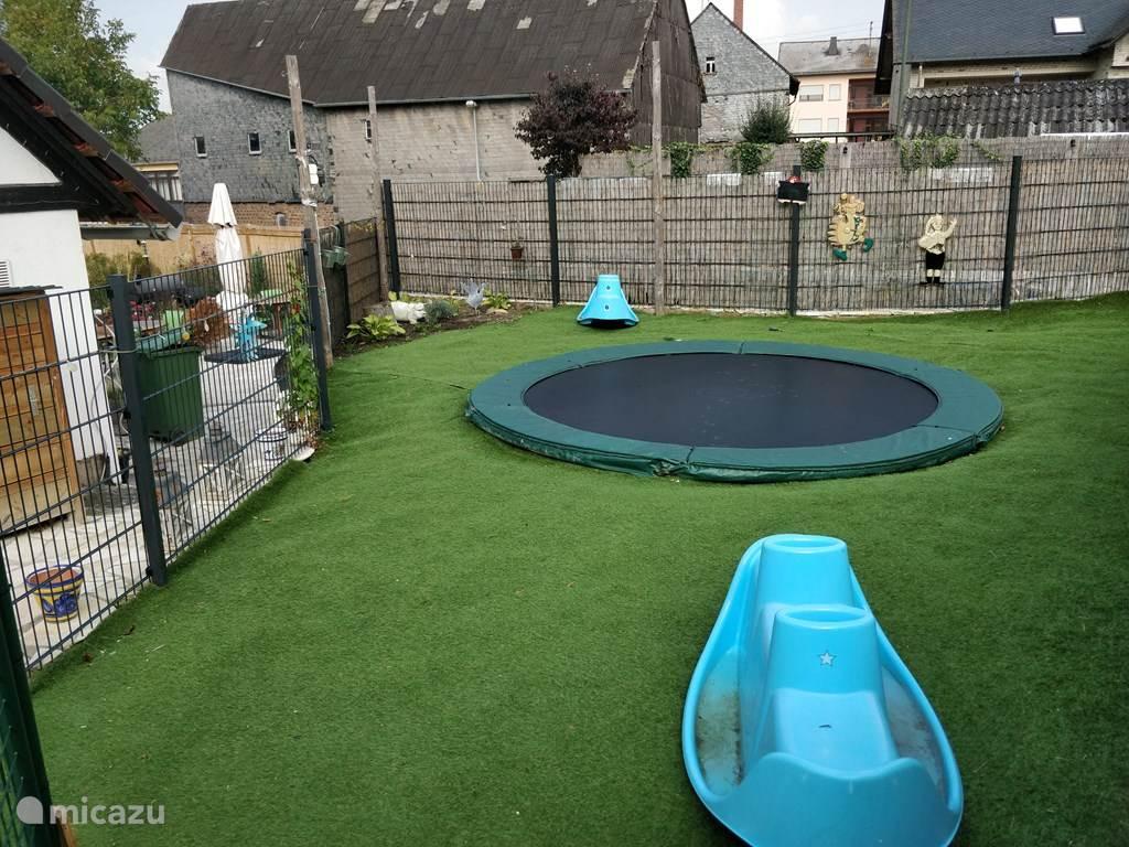 trampoline in de tuin