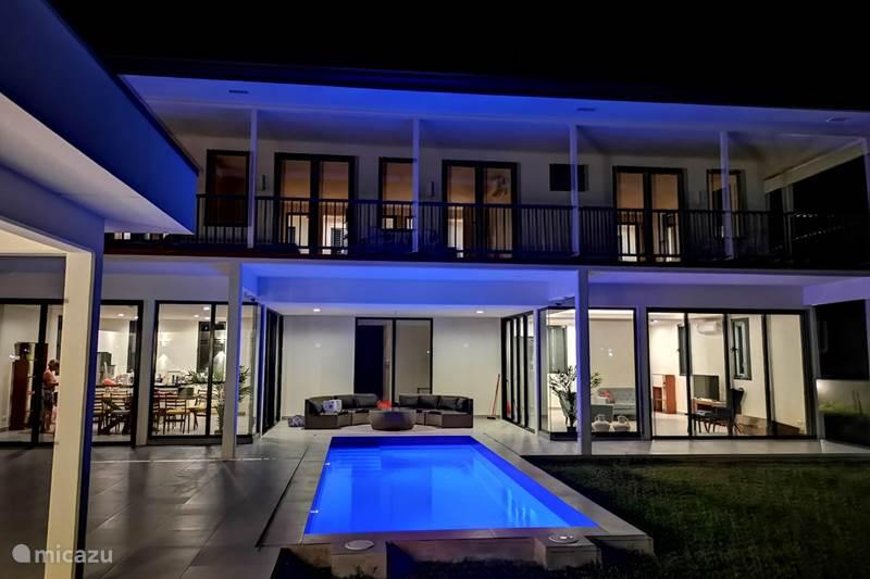Vakantiehuis Suriname, Paramaribo, Paramaribo Villa Colonial style Paramaribo mansion