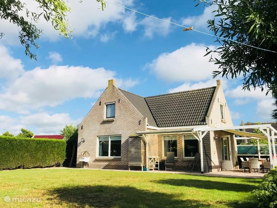 Vacation rental Netherlands, Friesland, Tzummarum holiday house Stinswoning 'Waadhoeke'