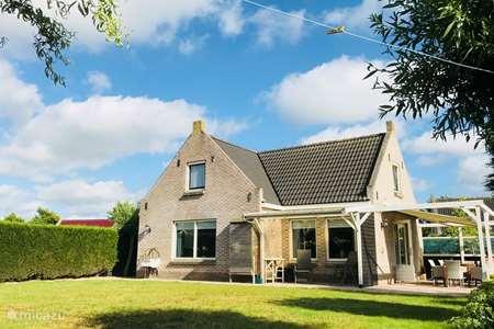 Vakantiehuis Nederland, Friesland, Tzummarum vakantiehuis Stinswoning 'Waadhoeke'