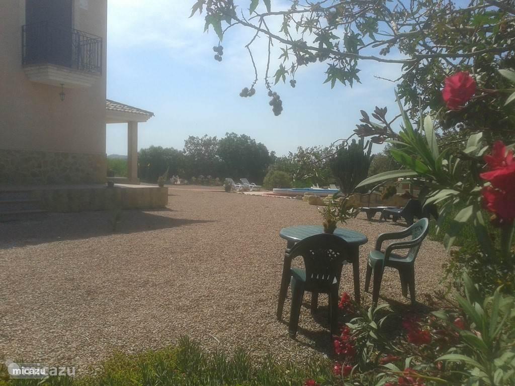 Tuinzijde voor het appartement