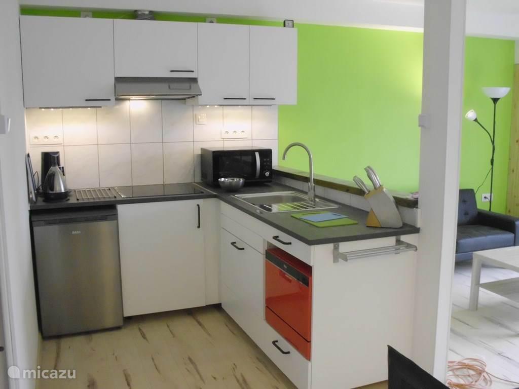 De open keuken met alle voorzieningen