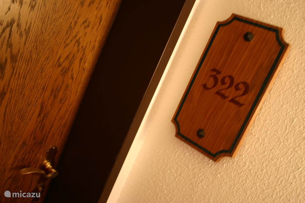 entrance apartment 322