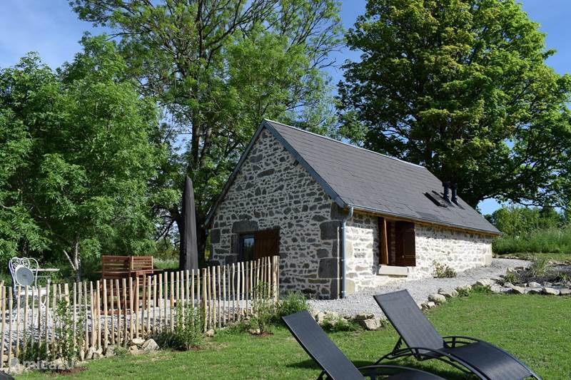 Vacation rental France, Puy-de-Dôme, Gouttières Holiday house Maison QQ