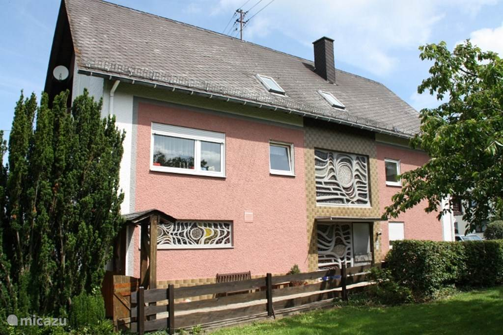 zijkant met ingang Haus Buchholz