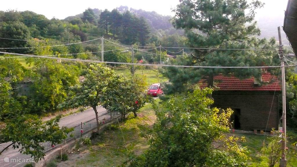Vakantiehuis Italië, Ligurië, Mignanego Blokhut / Lodge Houten Hut in het hart van Ligurie