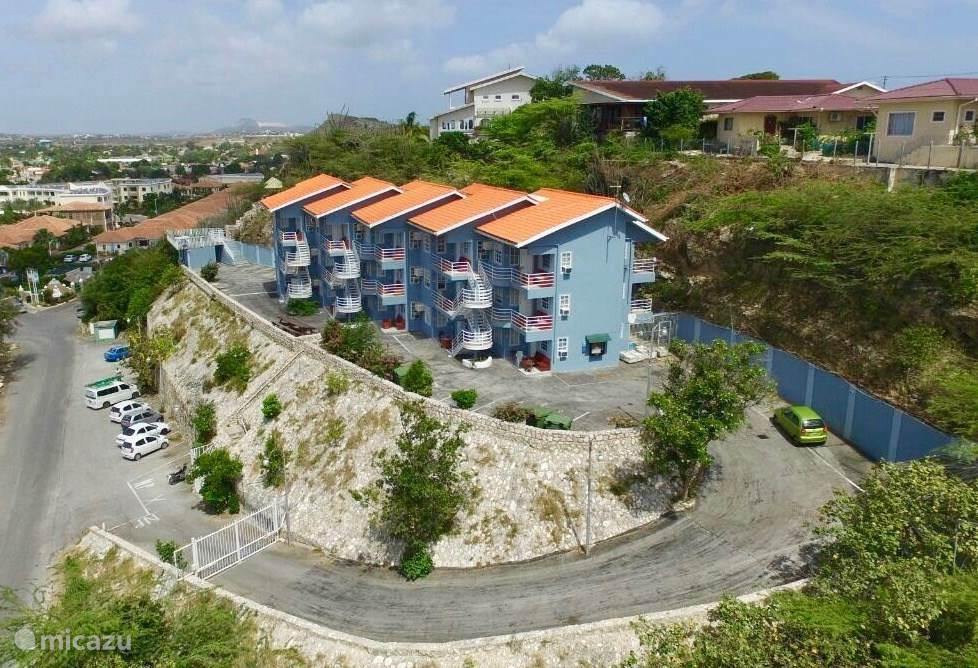 Overview Mambo Hill plus veilige parking achter de toegangspoort!