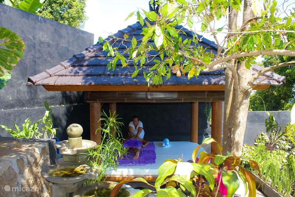 Een eigen Massage tempel aanwezig en een fantastische masseuse