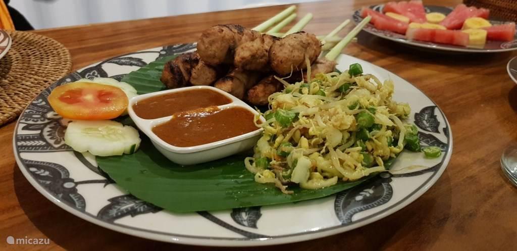 traditionele balinese gerechten en internationale gerechten door onze kok bereid
