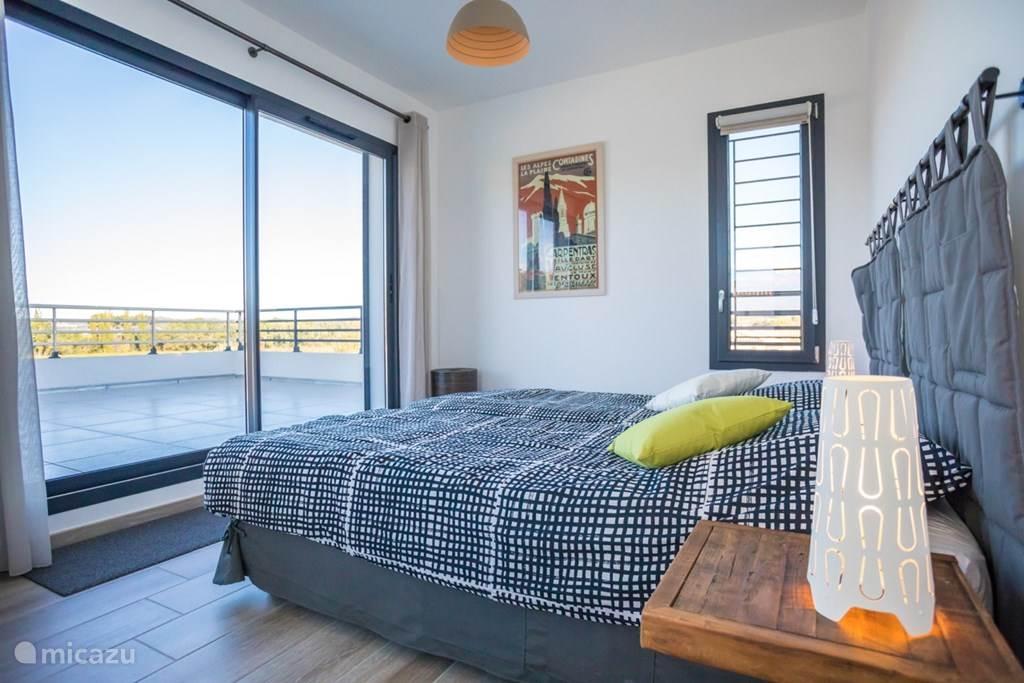 Master bedroom met privé terras