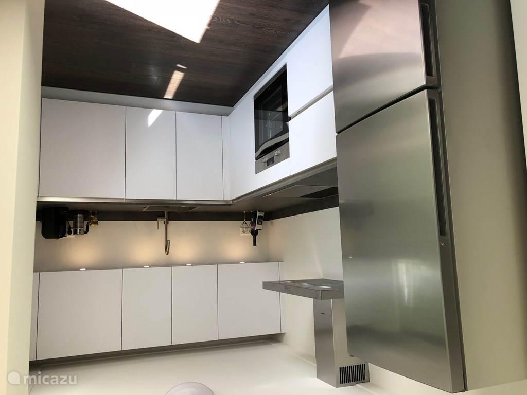 Keuken, voorzien van luxe apparatuur
