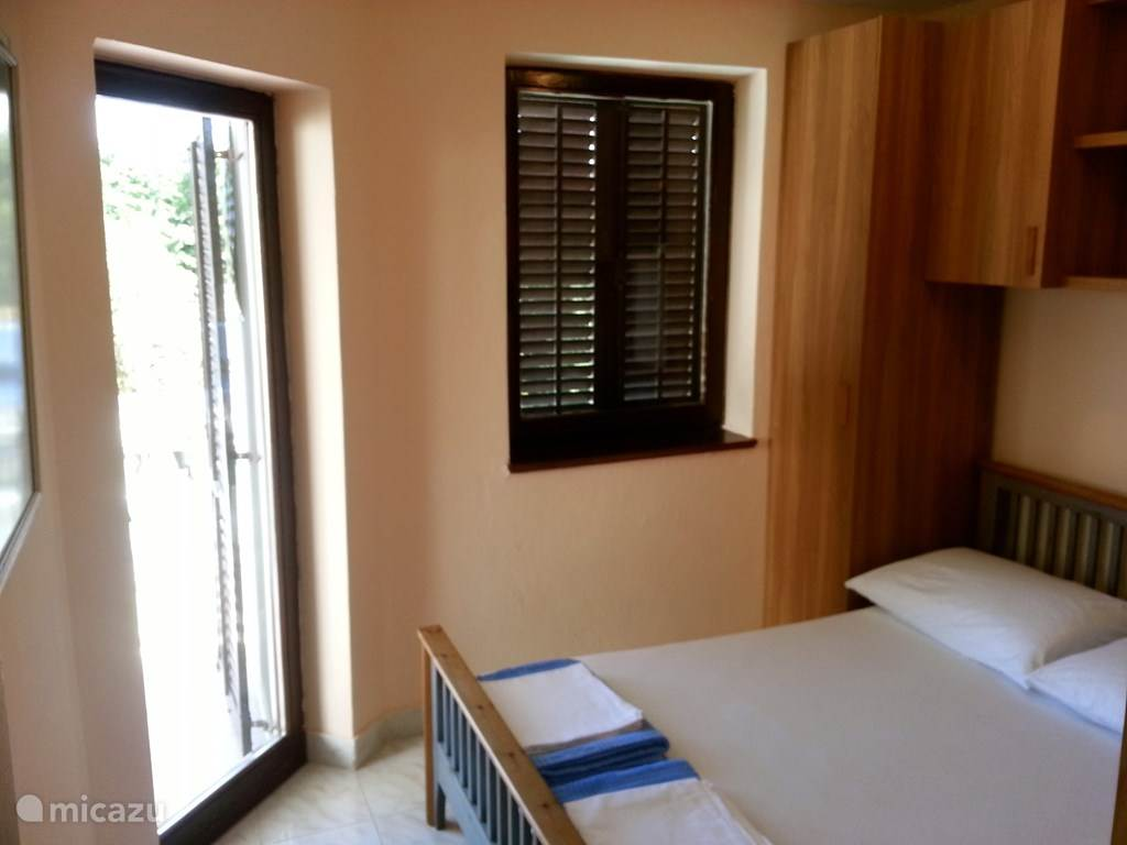 The bedroom with direct access to the large balcony (20m2)