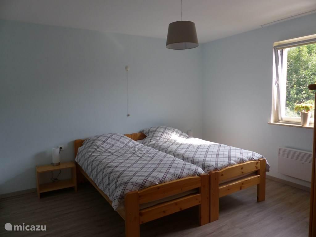 Slaapkamer met 1 pers bedden