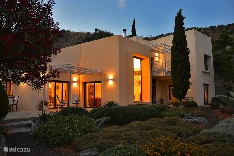 Vakantiehuis Griekenland, Kreta, Agia Galini Villa Villa Theodora zee pool luxe rust