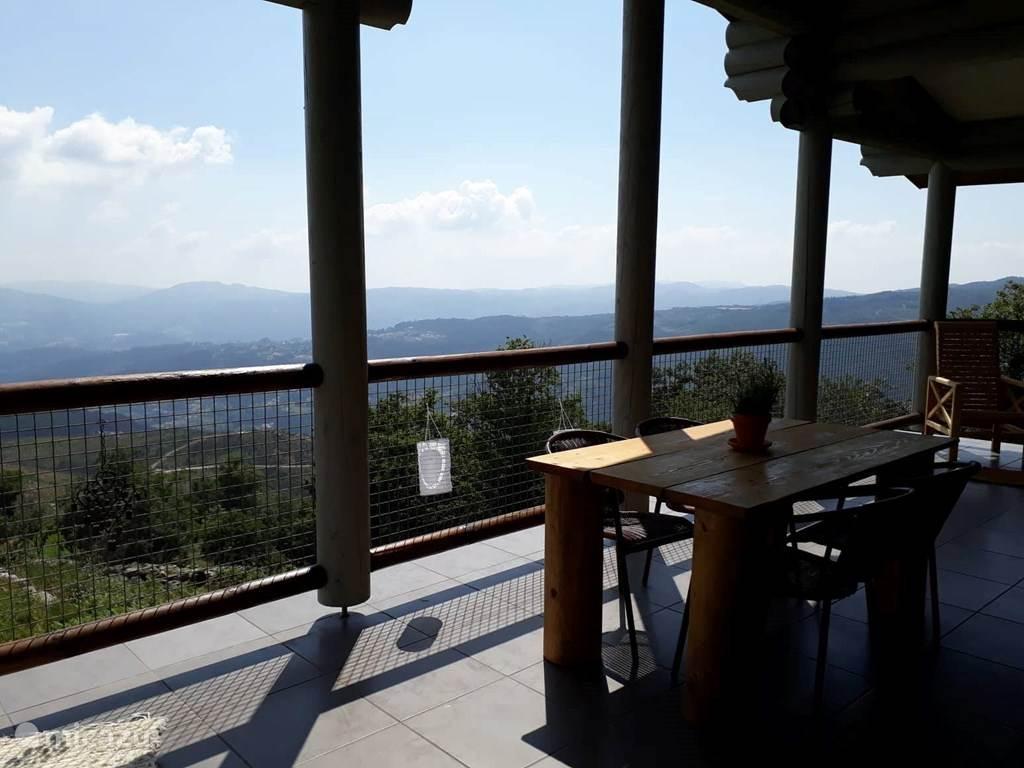 Vakantiehuis Portugal, Noord-Portugal, Cabeceiras de Basto Blokhut / Lodge Mountain log cabin