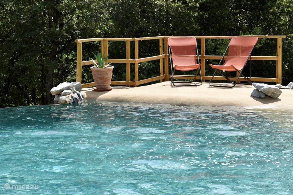 Sinds dit voorjaar hebben we een nieuw zoutwater zwembad!