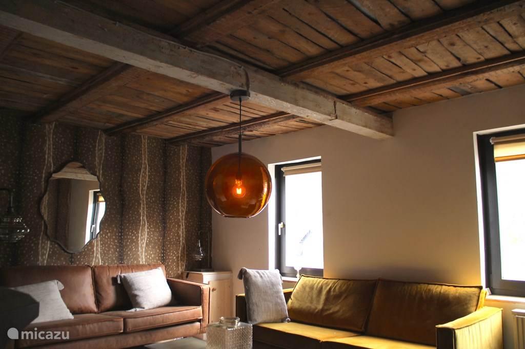 Houten plafond woonkamer