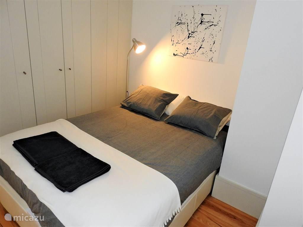 Slaapkamer met king-size bed