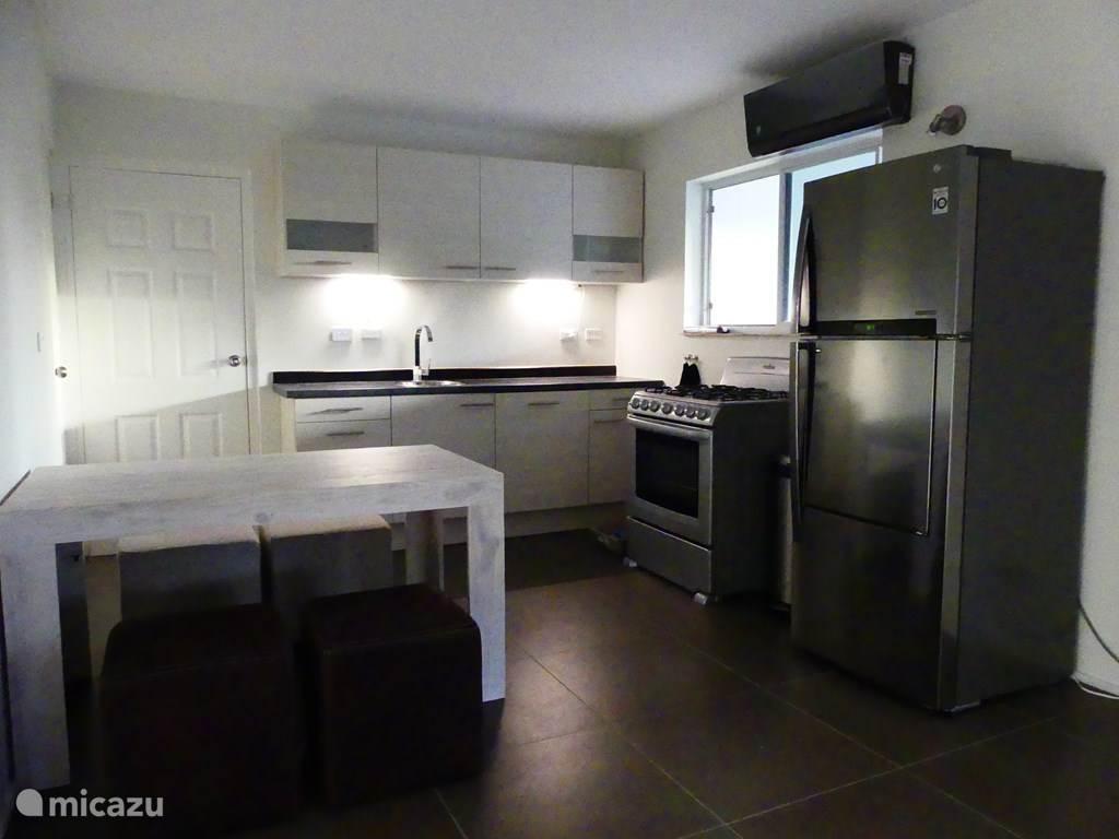huiskamer met open keuken