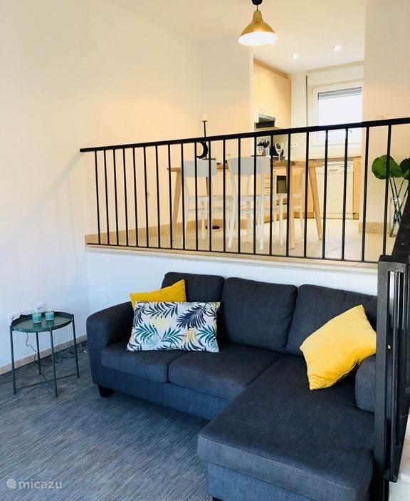 Fijne lichte living met sofa en fauteuil