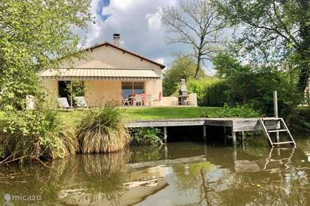 Vacation rental France, Charente, Écuras bungalow Village le Chat 200