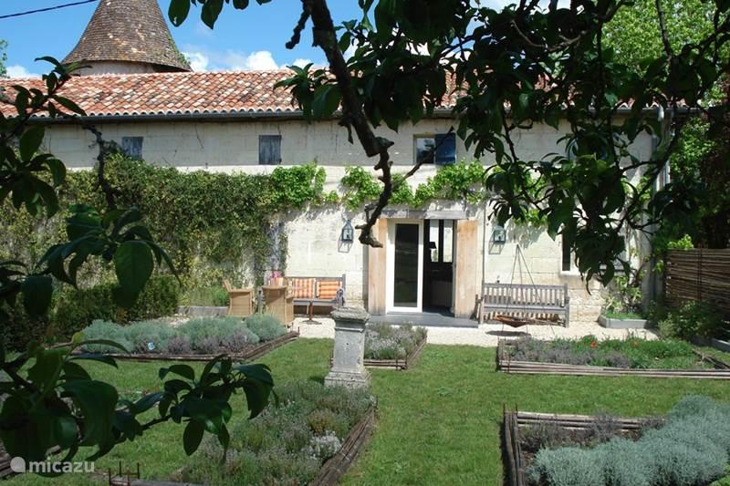 Vakantiehuis Frankrijk, Dordogne, Chenaud Landhuis / Kasteel Jachtslot Le Logis (La Grange)