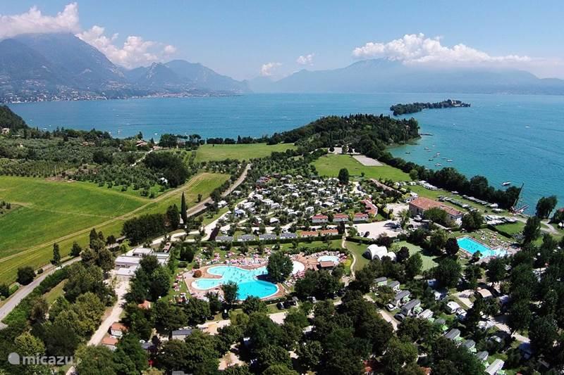 Vakantiehuis Italië, Gardameer, San Felice del Benaco Chalet Chalet op luxe camping Fornella Airc